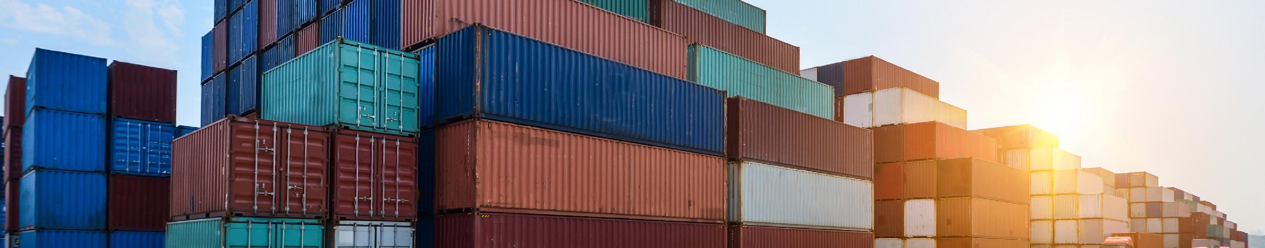 Depuis les  produits  promotionnels  jusqu'aux   marchandises  sous douane,  en passant par le transport  de  lots partiels ou complets,  nous chargeons chaque semaine plusieurs  tonnes de fret  pour nos clients.